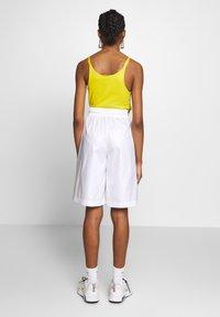 Nike Sportswear - SHORT UP IN AIR - Áčková sukně - white/light smoke grey - 2