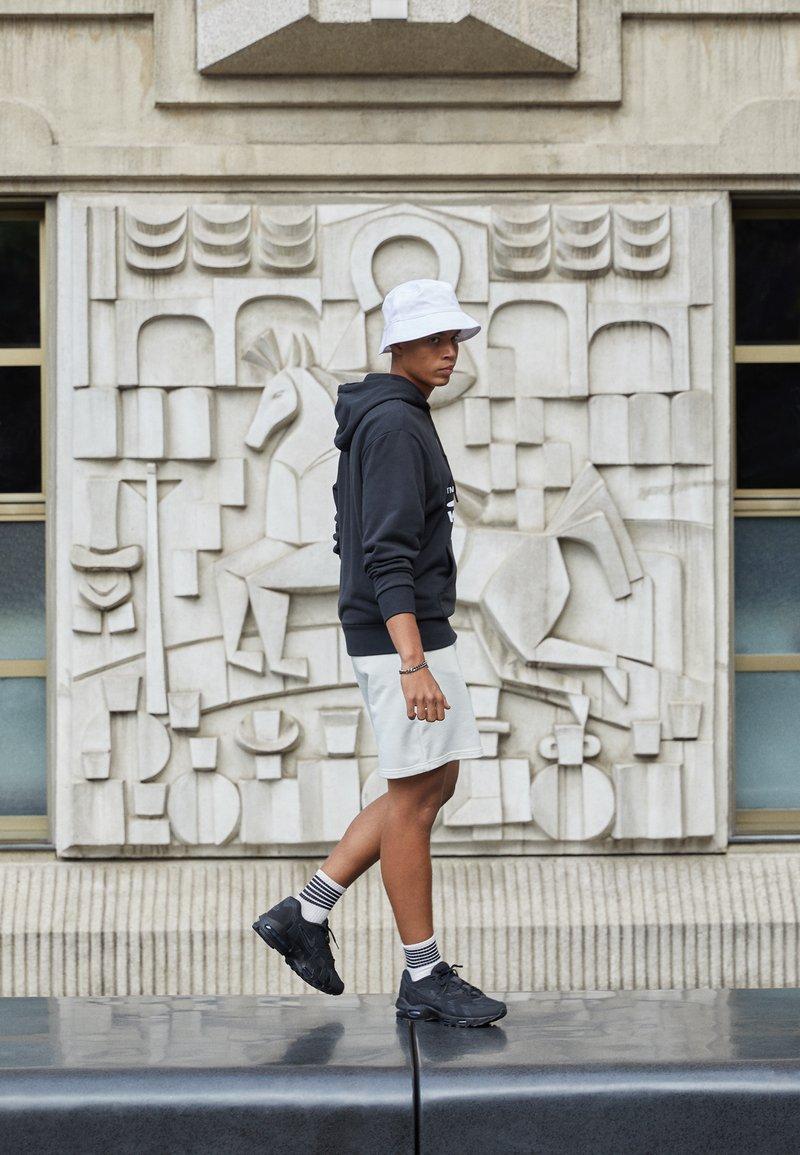 Nike Sportswear - AIR MAX 96 II - Sneakersy niskie - black