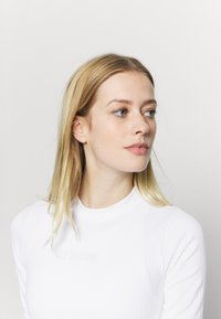 NU-IN - CROPPED  - Basic T-shirt - white - 4