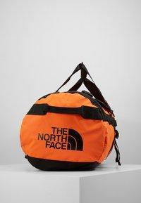The North Face - BASE CAMP DUFFEL M UNISEX - Sports bag - persian orange/black - 4