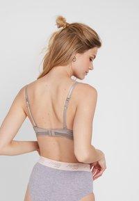Esprit - GLADSTONE SEXY - Multiway / Strapless bra - light taupe - 2