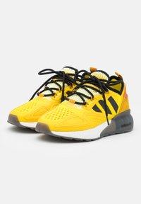 adidas Originals - NINJA ZX 2K BOOST SHOES UNISEX - Sneakers basse - yellow/legend gold/tech copper - 1