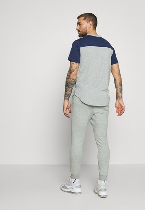NEW YORK YANKEES COLOR BAR CLUB JOGGERS - Klubové oblečení - dark grey heather