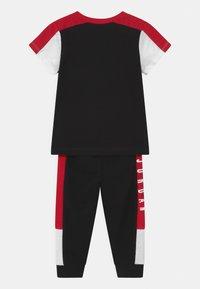 Jordan - AIR TRANSITIONAL SET UNISEX - T-shirt imprimé - black - 1