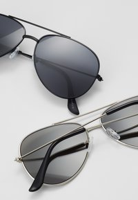 Only & Sons - SUNGLASSES 2 PACK - Zonnebril - black/silver-coloured - 2