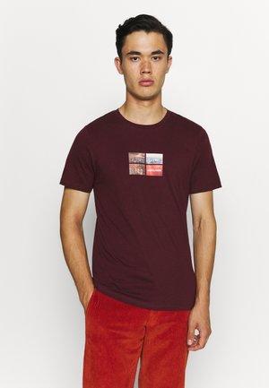 JCOCOOL YODA TEE  - Print T-shirt - port royale