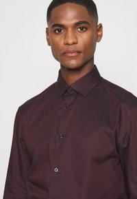 Selected Homme - SLHSLIMNEW MARK - Zakelijk overhemd - winetasting/black - 5