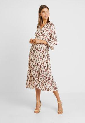YASELLI 3/4 DRESS - Robe longue - crème brûlée