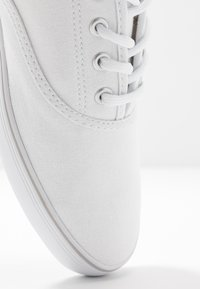 s.Oliver - LACE-UP - Tenisky - white - 2