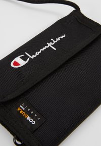 Champion Reverse Weave - MINI SHOULDER BAG - Across body bag - black - 5
