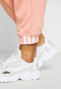 adidas Originals - REGULAR JOGGER - Tracksuit bottoms - trace pink - 4