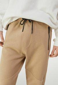 Bershka - Pantalon de survêtement - brown - 3