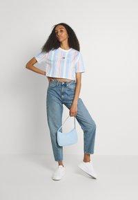 Tommy Jeans - STRIPE CROP TEE - Print T-shirt - light powdery blue - 1