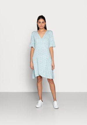 DRESS SHORT RUFFLE - Jerseykjoler - soft green