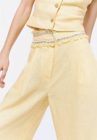 Uterqüe - Trousers - yellow - 4