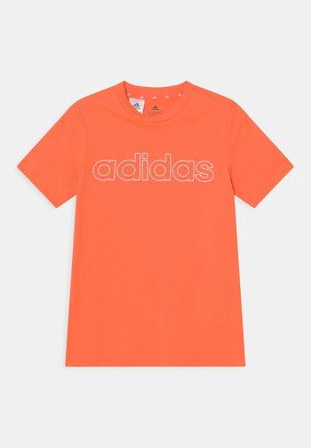 UNISEX - Print T-shirt - orange/white