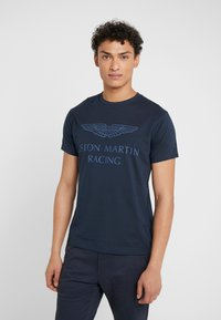 Hackett Aston Martin Racing - AMR WINGS TEE - T-shirt z nadrukiem - navy - 0