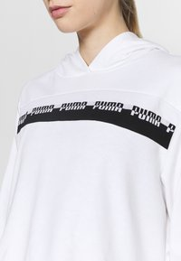 Puma - AMPLIFIED CROPPED HOODIE  - Mikina skapucí - white - 4