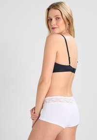 Triumph - LOVELY MICRO SHORT - Pants - white - 2