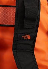The North Face - BASE CAMP DUFFEL M UNISEX - Sports bag - persian orange/black - 2