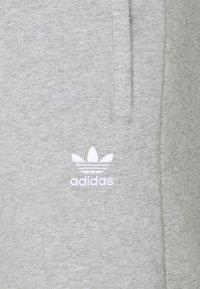 adidas Originals - ESSENTIAL - Shorts - medium grey heather - 2