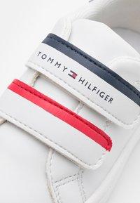 Tommy Hilfiger - Tenisky - white/blue/red - 5