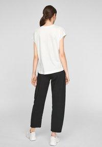 s.Oliver - KURZARM - Print T-shirt - off-white - 2