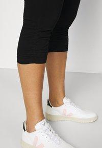 Zizzi - JABELONE CAPRI - Shorts - black - 3
