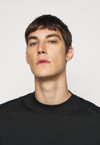 J.LINDEBERG - ACE MOCK NECK - T-shirt - bas - black - 3