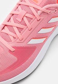 adidas Performance - RUNFALCON 2.0 - Obuwie do biegania treningowe - super pop/footwear white/solar red - 5