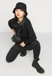 ONLY Petite - ONLCHRISSY LIFE BOXY - Sweatshirt - black - 3