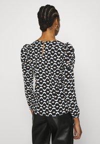 Dorothy Perkins - GEO PRINT LONG SLEEVE PUFF SHOULDER - Long sleeved top - black - 2