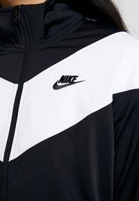 Nike Sportswear - W NSW HRTG TRCK JKT PK - Chaqueta de entrenamiento - black/white - 5