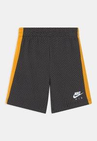 Nike Sportswear - SET - T-shirt med print - black - 2