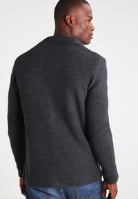 Pier One - Cardigan - mottled dark grey - 2