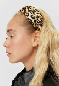 Stradivarius - HAARREIF IM LEOPARDEN-LOOK - Hair styling accessory - black - 1