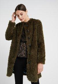 Steffen Schraut - VINTAGE FASHION COAT - Short coat - urban green - 0