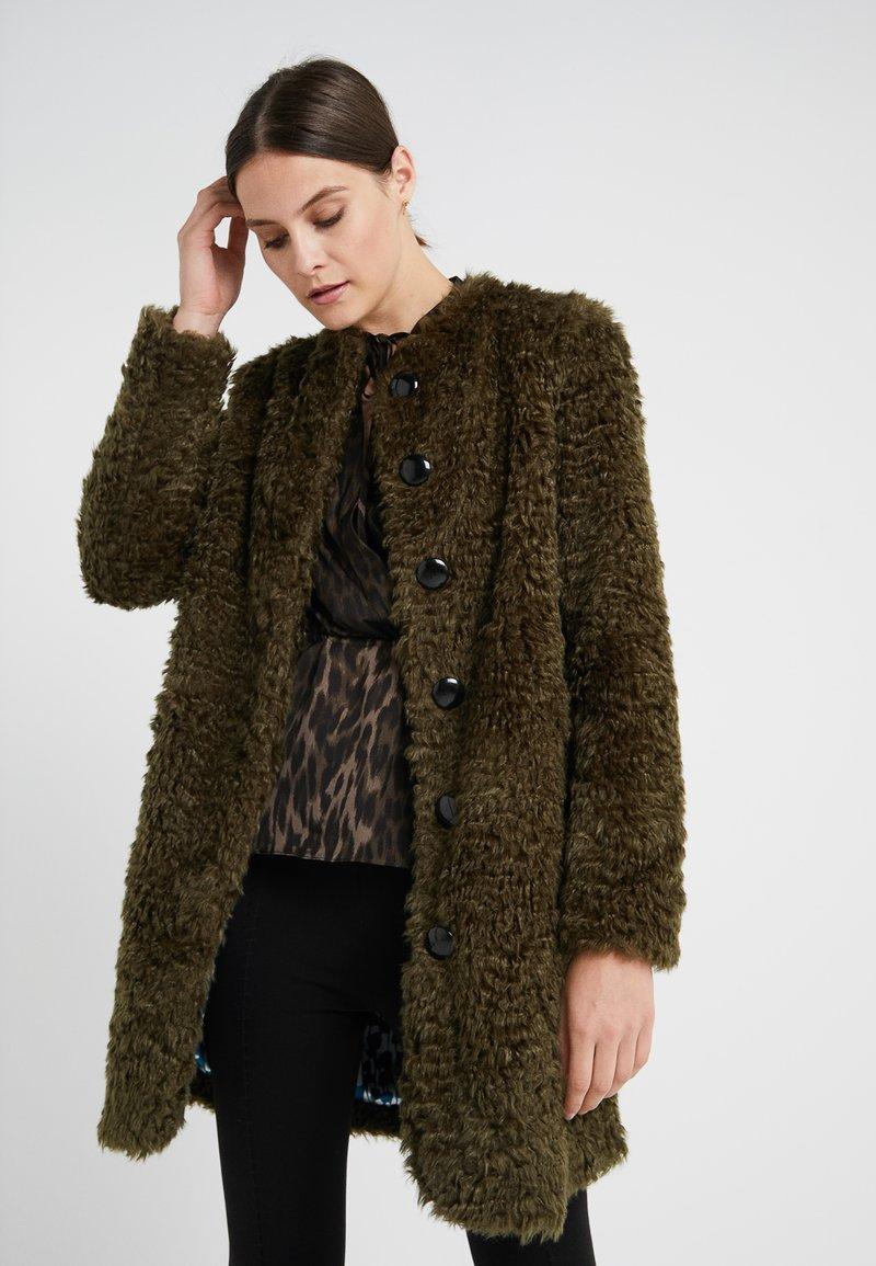 Steffen Schraut - VINTAGE FASHION COAT - Short coat - urban green