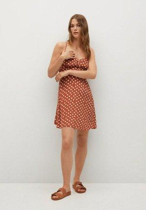 Day dress - oranjebruin