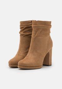 Anna Field - Kotníková obuv na vysokém podpatku - camel - 2