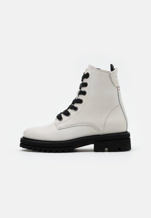 LICIA  - Kotníkové boty na platformě - offwhite
