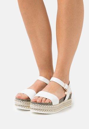 NOEMI - Sandály na platformě - white