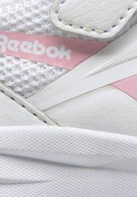 Reebok - REEBOK RUSH RUNNER 3 SHOES - Sneakersy niskie - white - 10