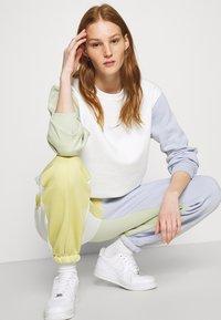 Nike Sportswear - Sweatshirt - summit white - 4