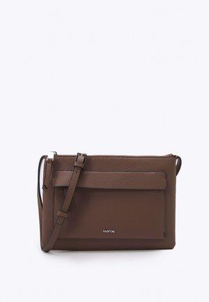 CROSSBODY BAG CONFETTI - Across body bag - brown