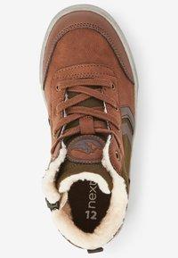Next - Šněrovací kotníkové boty - brown - 1