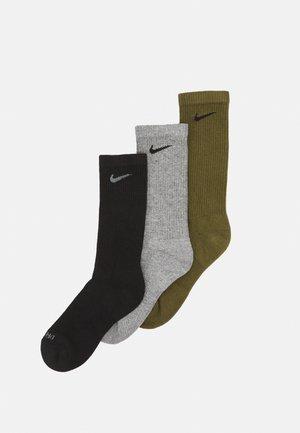 EVERYDAY PLUS CUSH CREW 3 PACK UNISEX - Sports socks - rough green/black/carbon heather/black/black/smoke grey