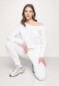 Even&Odd - Off Shoulder Sweat & Jogger Set - Sweatshirt - off-white - 3