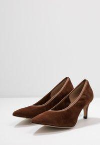 PERLATO - Classic heels - cognac - 4