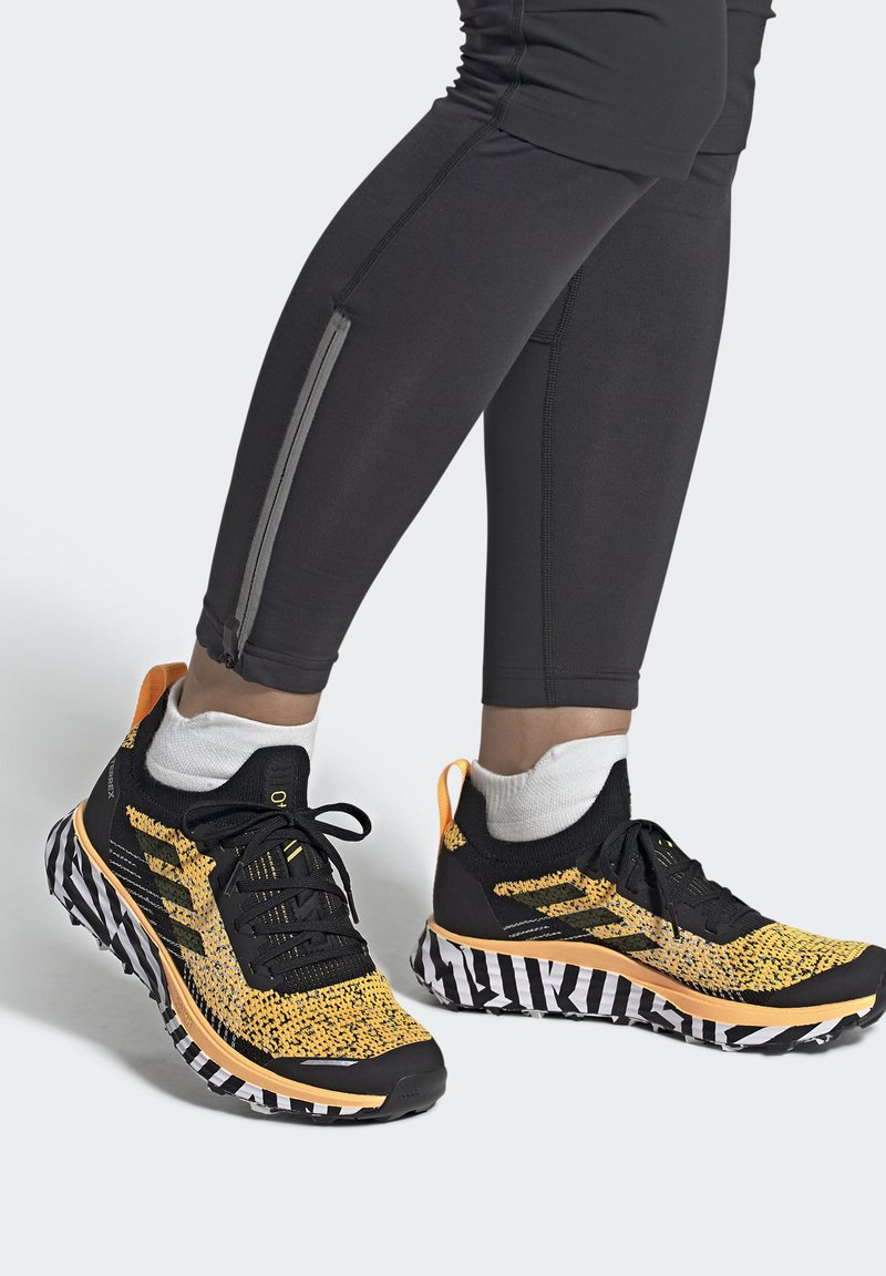 adidas Performance - TERREX TWO TRAIL RUNNING - Løbesko trail - gold